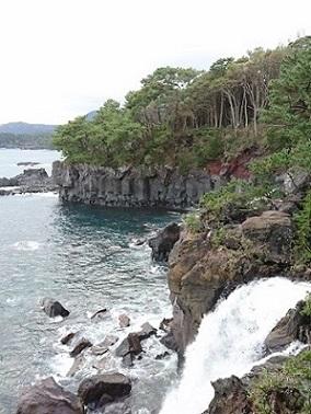 対島の滝.JPG